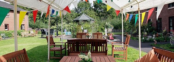 Elderslie Care Home garden